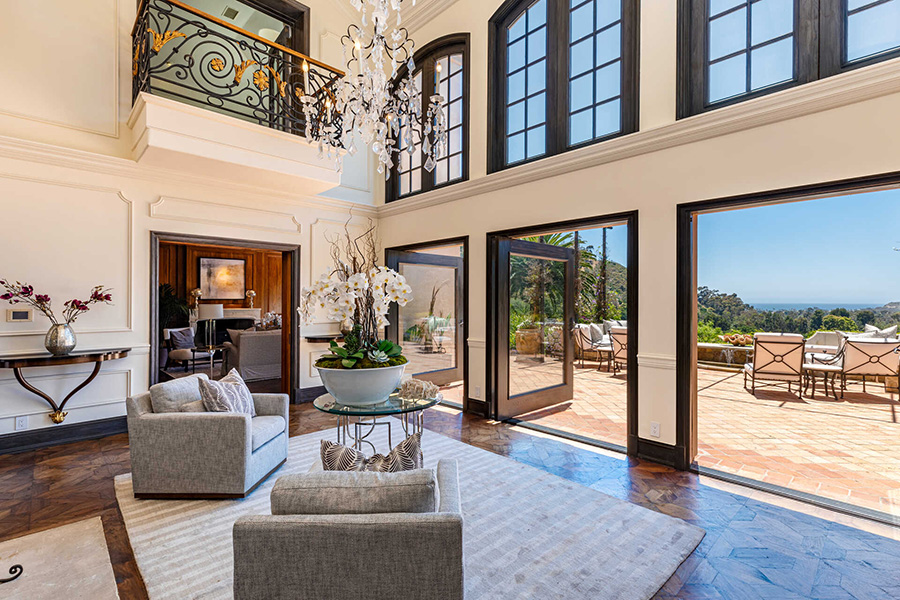Kelsey Grammer's Longtime Malibu Mansion!