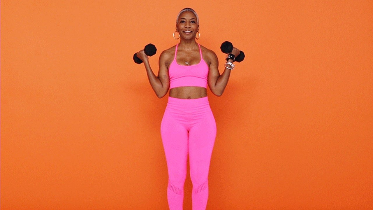 A Dumbbell Bicep Workout That'll Work Your Arms in 7 Minutes