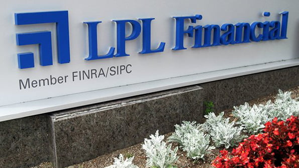 LPL's Super OSJ Recruits $370 Million Firm from Wells Fargo