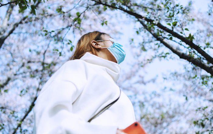 Si sufres de alergias, las mascarillas podrían ayudarte con los síntomas